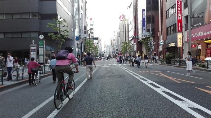 ワニ銀新宿歩行者天国
