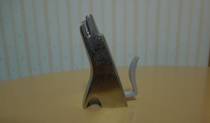 ワニ銀の由来はコレが机にあったから
