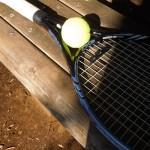 お腹のぜい肉を減らしシェイプアップするために僕はテニスの壁打ちをする。すると体幹に効いたようだ。