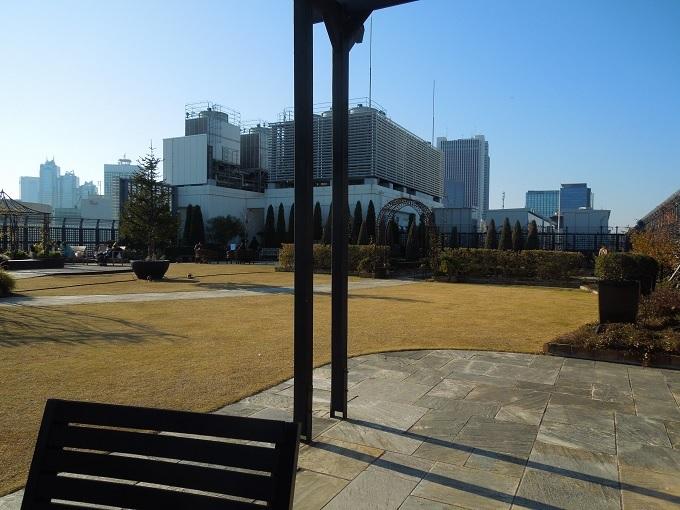 新宿マルイ屋上庭園2