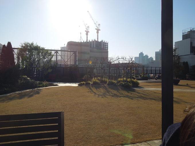新宿マルイ屋上庭園1