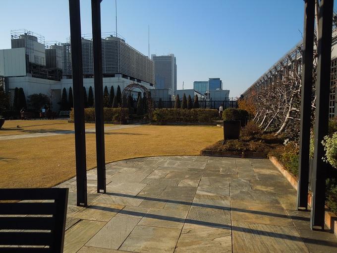 新宿マルイ屋上庭園3