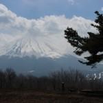 三湖台の駐車場(アクセス)。山梨のデートスポットなら富士山の景色が見えるところへ。